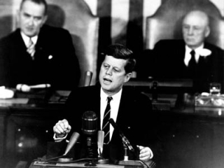 370_70-h-1075-jfk-before-congress-25may1961